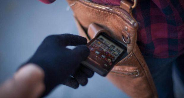 Злоключения мобильного телефона в Симферополе: за час гаджет украли… дважды