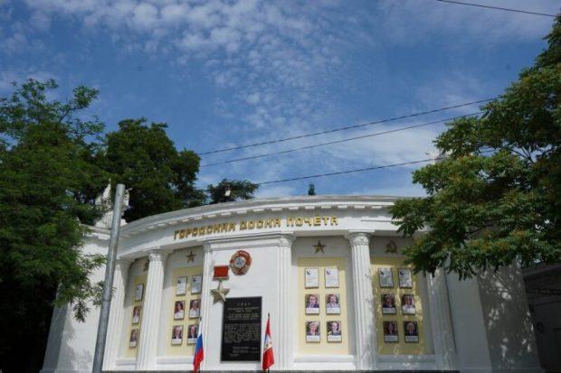 На городской доске почёта в Севастополе - 15 севастопольцев и семь коллективов