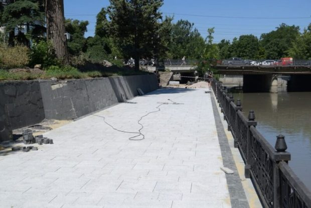 Развенчиваем слухи. Ограждение набережной реки Салгир будет исключительно чугунным