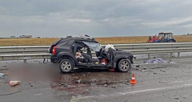 "На трассе ""Таврида"" погибли женщина и двое детей. Столкнулись легковушка и грузовик"