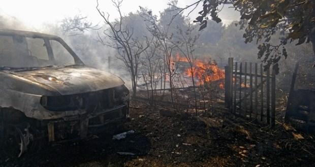В Крыму сгорел автомобиль. Причина - возгорание сухой травы