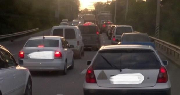 На выезде из Симферополя в сторону ЮБК – пробки: причина обрыв троллейбусной линии