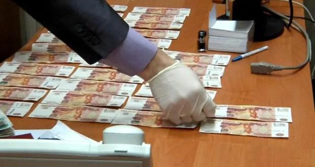 В Крыму двое жителей Евпатории пытались дать взятку сотруднику ФСБ