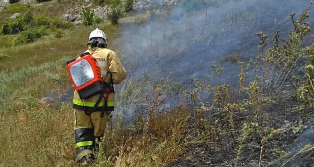 В Крыму растёт количество возгораний сухой растительности