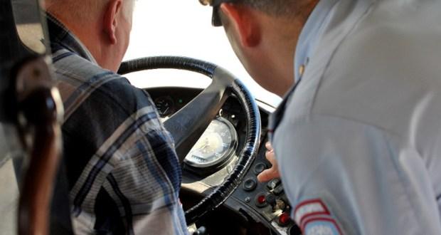 Инспекторы ГИБДД в Армянске привлекли к ответственности водителя технически неисправного автобуса