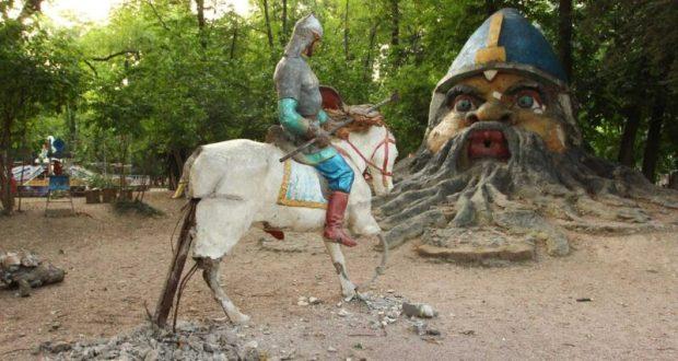 """В симферопольском Детском парке """"возвращают"""" к жизни сказочных персонажей"""