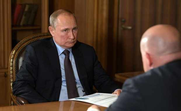 Владимир Путин провел рабочую встречу с врио губернатора Севастополя Михаилом Развожаевым