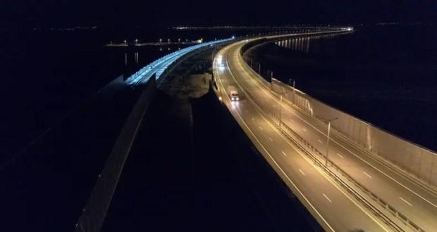 На Крымском мосту протестировали освещение железнодорожных путей