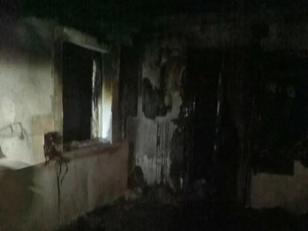 Вечерний и утренний пожары в жилых строениях в Симферопольском и Черноморском районах Крыма