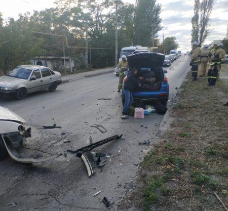 ДТП в Феодосии: столкнулись два автомобиля. Среди пострадавших - ребёнок