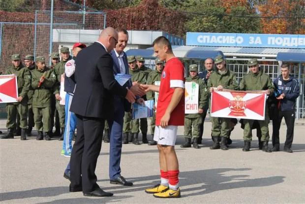 Военнослужащие Росгвардии - победители ежегодного чемпионата по футболу в Севастополе