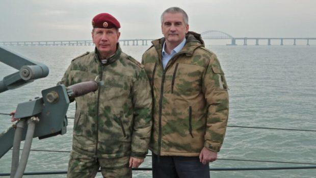 Бригаде особого назначения войск Нацгвардии, охраняющей Крымский мост, вручили боевое знамя