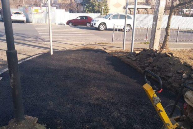 В Симферополе ямочный ремонт ведут сразу на нескольких улицах