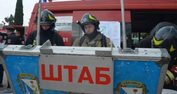 В севастопольском военно-морском училище им. П.С. Нахимова тренировались спасатели МЧС