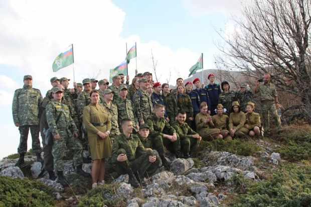 Знамя Победы на вершине Чатыр-Дага водрузили офицеры крымского Следкома