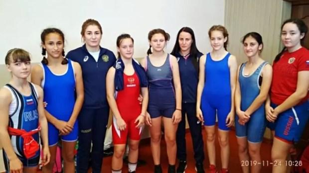 Сборная Крыма завоевала четыре медали Открытого первенства по женской борьбе в Краснодаре