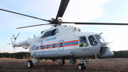 Вертолёт Ми-8 мониторит ситуацию в зоне лесного пожара в урочище Курлюк-Баш
