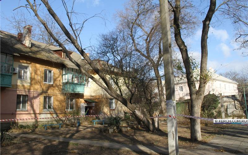 Сильный ветер обесточил свыше 80 крымских сёл и посёлков. Без света осталась и часть Керчи