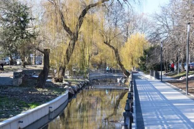В Симферополе завершили капитальный ремонт набережной реки Салгир и Малый Салгир