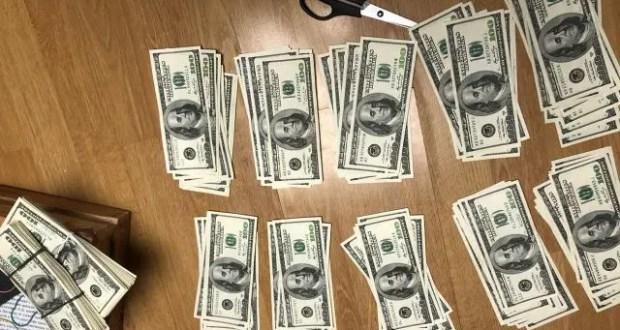 Моряк пытался вывезти из Крыма неучтённую валюту. Спрятал в ящике стола