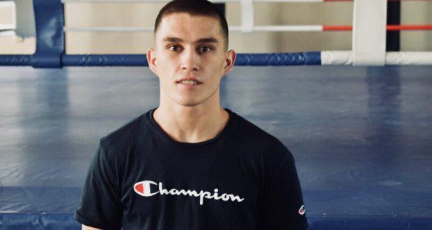 Сергей Аксёнов поздравил крымского спортсмена, ставшего чемпионом России по боксу среди молодежи