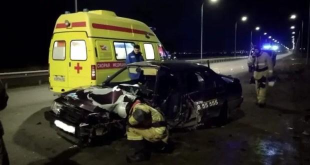 Полуночное ДТП на трассе Симферополь-Керчь - водитель не разминулся со столбом