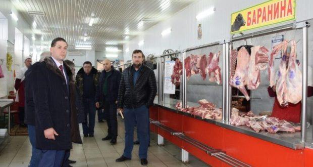 По симферопольскому Центральному рынку прошлась спецкомиссия. Мониторили качество продукции