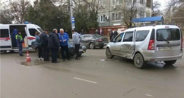 ДТП в Керчи: в столкновении двух отечественных авто пострадали два человека