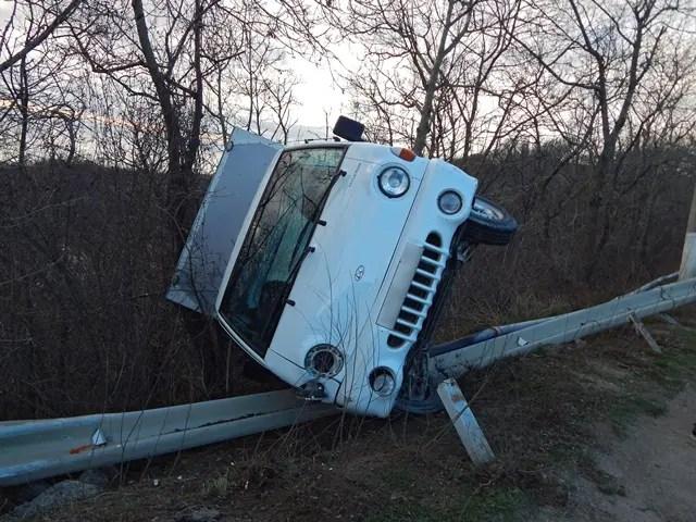 ДТП на трассе Симферополь-Ялта: автомобиль вылетел с дороги