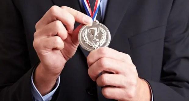 И медаль на грудь! Поощрение сотрудников - прямая обязанность работодателей