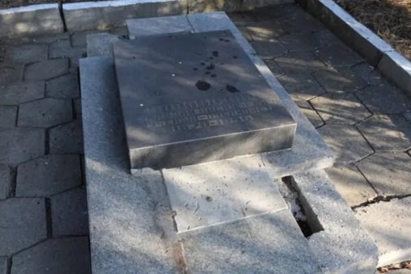 В Ялте приводят в порядок захоронения участников Великой Отечественной войны