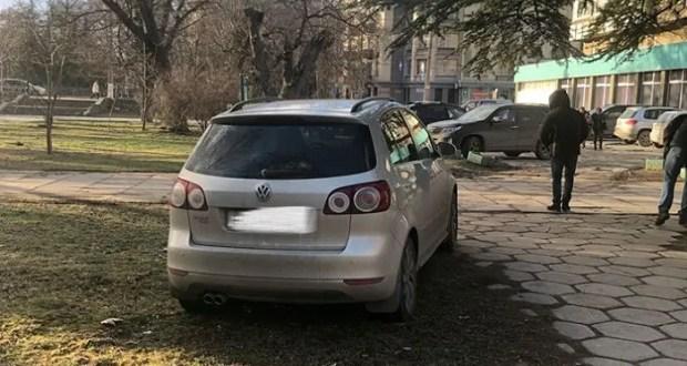 В Симферополе решили наказать автолюбителей, паркующихся в зеленой зоне набережной Салгира