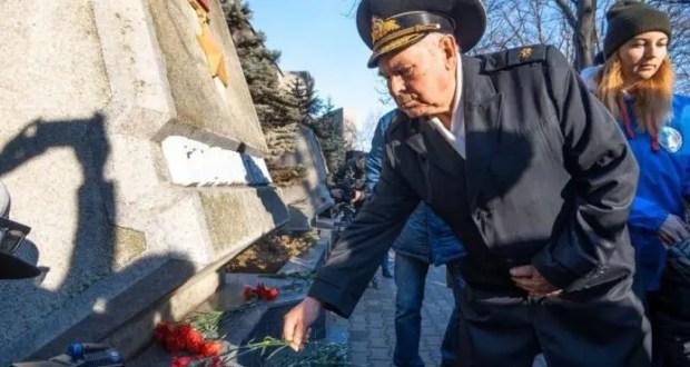 В Севастополе отметили День Победы в Сталинградской битве