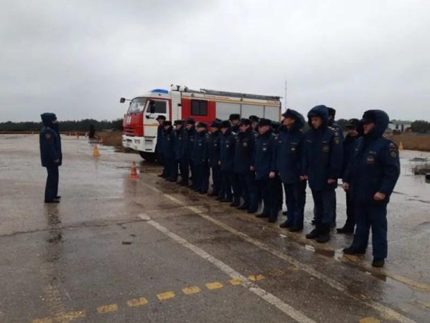 Севастопольские сотрудники МЧС пошли курс по вождению в экстремальных условиях