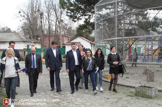 При зооуголке Детского парка Симферополя создадут Общественный совет