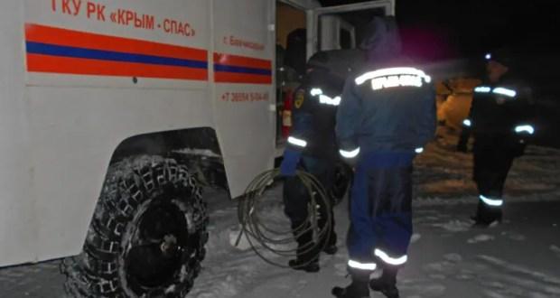 Зима не сдается и даже берет в снежный плен автомобили. Инциденты в горах Крыма