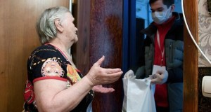 Волонтёры Симферополя ежедневно обрабатывают десятки звонков от людей, находящихся в самоизоляции