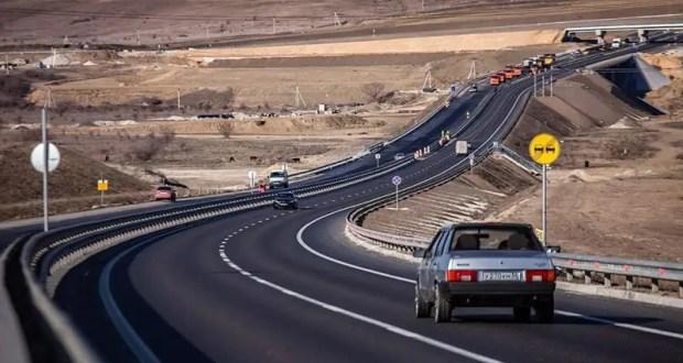 Финишной слой асфальтобетона на трассе «Таврида» укладывают круглосуточно