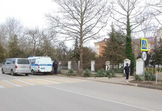В Керчи из-за «шалости» пришлось эвакуировать школу