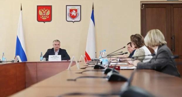 Сфера услуг снова заработает в Крыму, но его будут жестко проверять