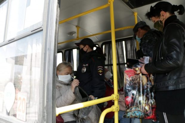 Как это работает в Севастополе: всем пассажирам троллейбуса, предъявить пропуска!