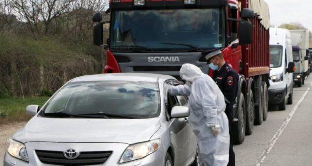 """На шести пунктах пропуска на въезде в Севастополь работают медики """"скорой помощи"""""""