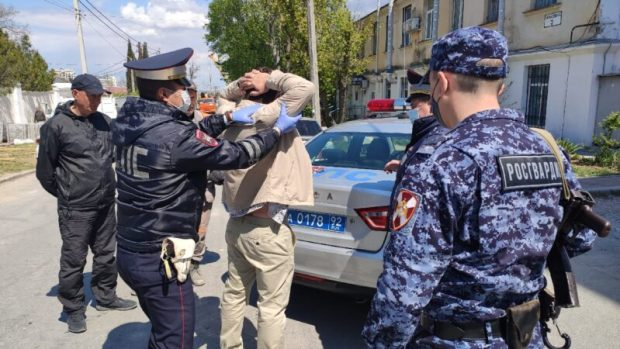В Севастополе сотрудники Росгвардии задержали пьяного лихача-водителя