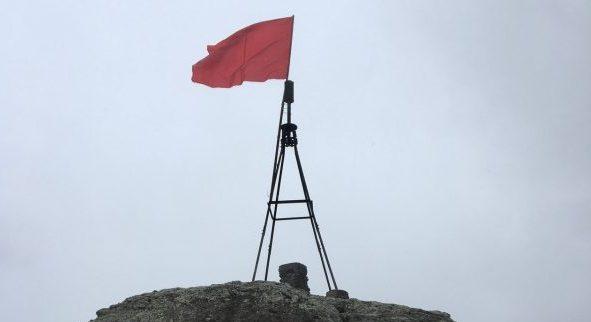 На вершине горы Южная Демерджи взвилось красное Знамя Победы