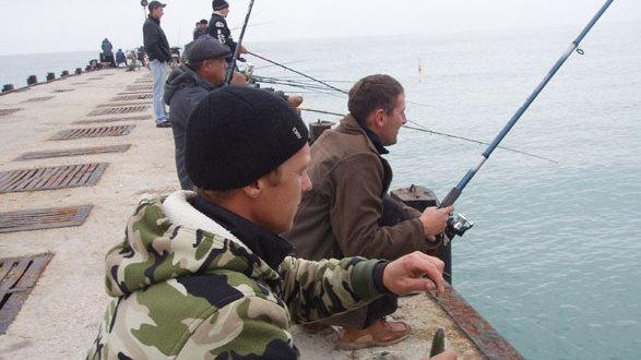 Феодосийским рыбакам напомнили о соблюдении масочного и дистанционного режима