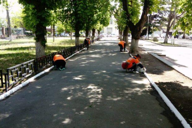 В Симферополе обновляют разметку на улицах