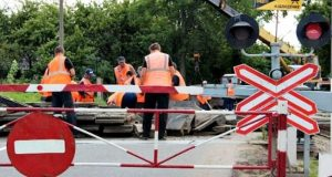 В Симферопольском районе перекрыли железнодорожный переезд. Ремонт