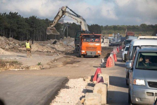 Основные работы по реконструкции Камышового шоссе обещают завершить в середине лета
