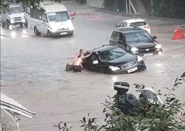 В Севастополе разбушевалась стихия: за день выпала треть месячной нормы осадков