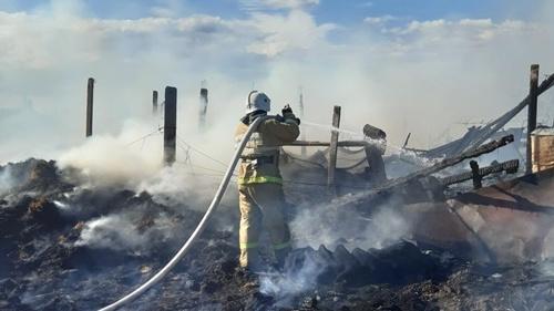 Пожар в Кировском районе - вспыхнул сеновал